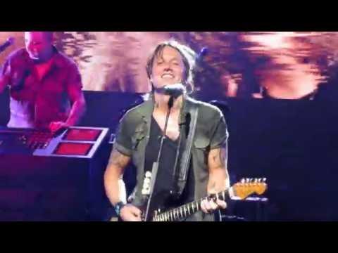 The Fighter Keith Urban ft Carrie Underwood Cincinnati Ohio 7-14-16 Riverbend