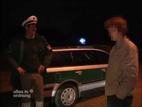 Wahnsinn Polizist tötet Reh - Alles in Ordnung