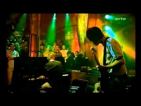 Radiohead acoustic - Punch-up at a wedding / Everything in it's right place [HD]