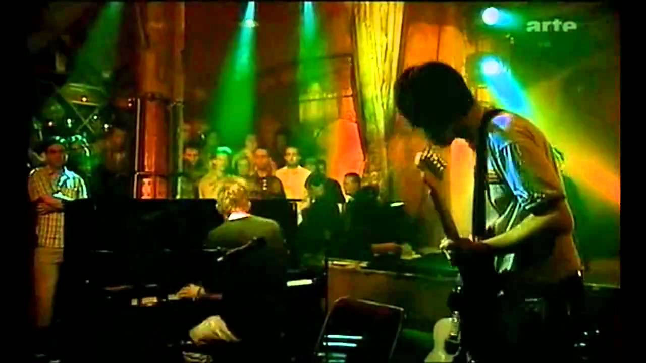 Radiohead Acoustic Punch Up At A Wedding Everything In It S Right Place Hd You