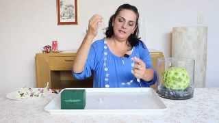 Como hacer un arreglo de flores con forma de esfera en un florero de cristal