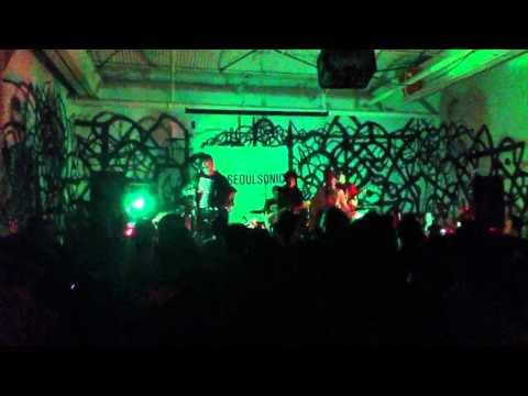 Crying Nut: 룩셈부르크 (Luxembourg) / 비둘기 (Pigeon) Brooklyn 2012-03-30