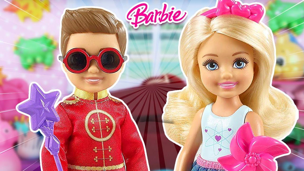 Las Hijas de Barbie hacen Una Fiesta de Halloween |  La Familia Barbashians #5