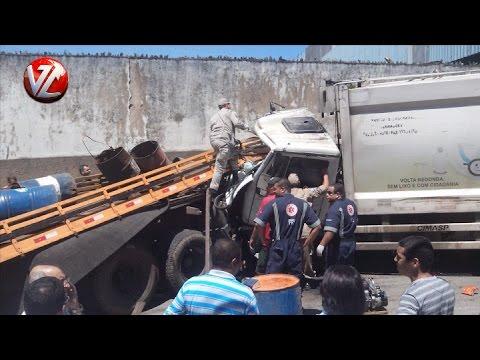 Homem fica ferido após caminhão de coleta de lixo perder o freio