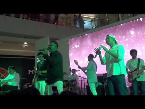 Kahitna ~ Aku Punya Hati (Central Park Mall Jakarta)