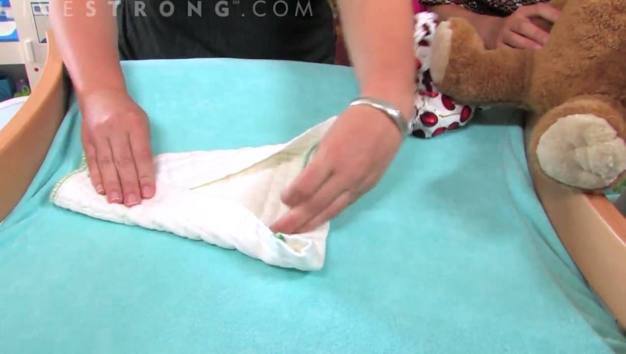 How to baby make wear diaper photos