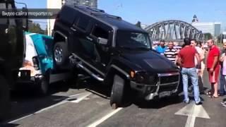 Россия Новости Москва! Hummer заехал на крыши легковых авто есть потерпевшие!