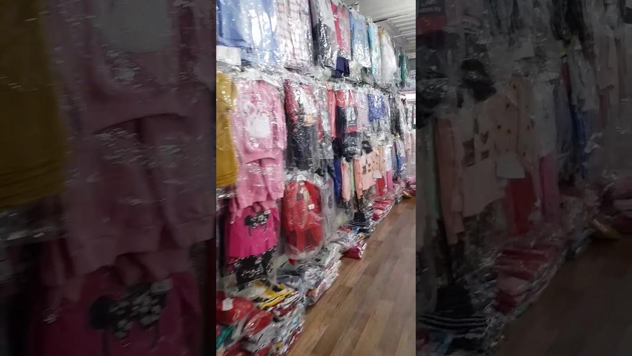 Одежды для женщин, мужчин и детей. Вы можете приобрести оптом как отдельные товары, так и набором (миксом), в который входит различная одежда разных марок (возможна комбинация м/ж, а также детской одежды). Поставщик: одежда оптом | обувь одежда оптом | одежда женская готовая | сток.