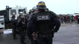 مواجهات بين الشرطة الفرنسية وقاطني #مخيم_كاليه_للاجئين
