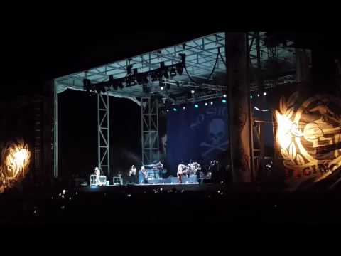 Kenny Chesney in Cheyenne covers Steve Miller and Bob Marley