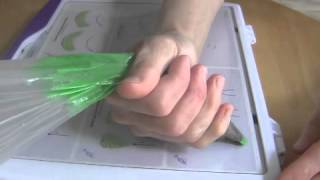 Cake Decorating Piping Techniques: How to Make Leaves