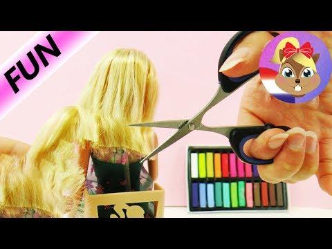 Barbies HEFTIGE verandering verhaal - Barbie bij de kapper - Knippen en verfen - nieuwe look