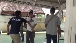Polisi Mewek Saat Kepergok Melakukan Pungli