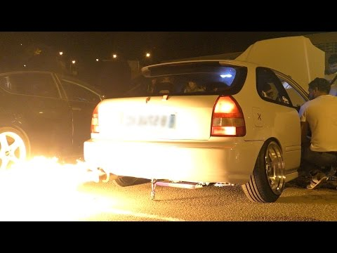 Tuned Exhaust with FIRE ! HONDA CIVIC Sound &  Flame-Spitting