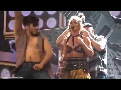 Видео, Britney Spears bra top comes undone onstage Бритни обнажила грудь на концерте
