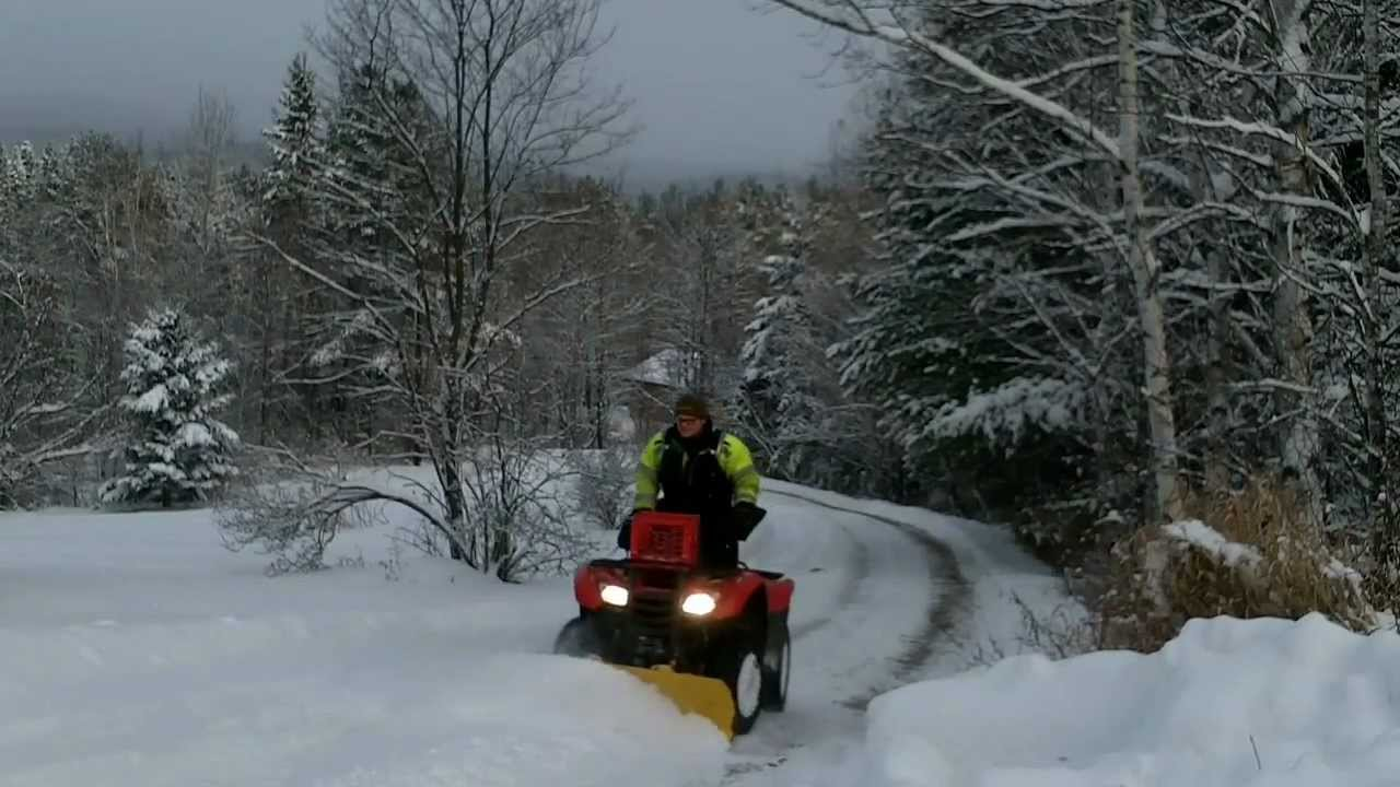 HONDA RANCHER 420: Snow plowing review - YouTube