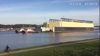 Ausgebranntes Lürssen-Schwimmdock wird nach Hamburg transportiert