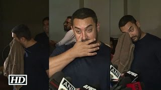 Caught! Aamir Khan Crying after watching Bajrangi Bhaijaan