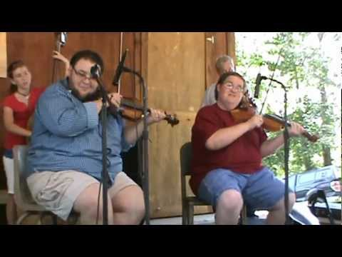 Hunter Berry and Michael Cleveland play Chicken Reel