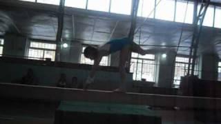 Тренировка по спортивной гимнастике.