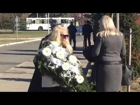 Husa stigao na sahranu Divne Karleuše - 06.03.2019.