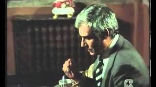 Sbatti il mostro in prima pagina   1972   YouTube taglierina