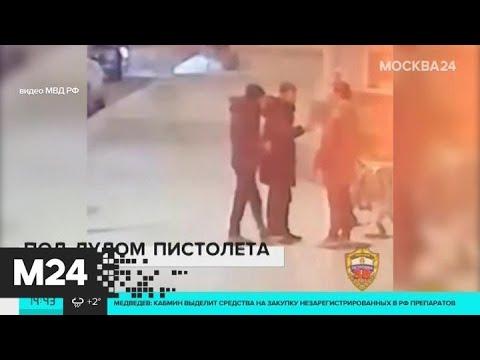 Пассажира такси заставили перевести деньги на карту грабителя - Москва 24