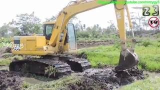 Repeat youtube video Swamp Excavator Komatsu PC130F-7 Dredging Mud