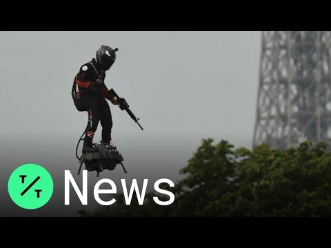 flyboard-wows-at-paris's-bastille-day-parade