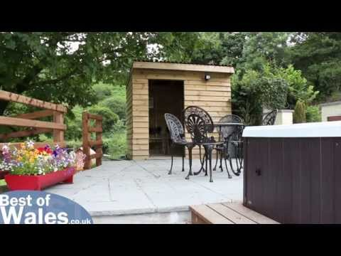 Holiday Cottage With Fishing Lake In West Wales