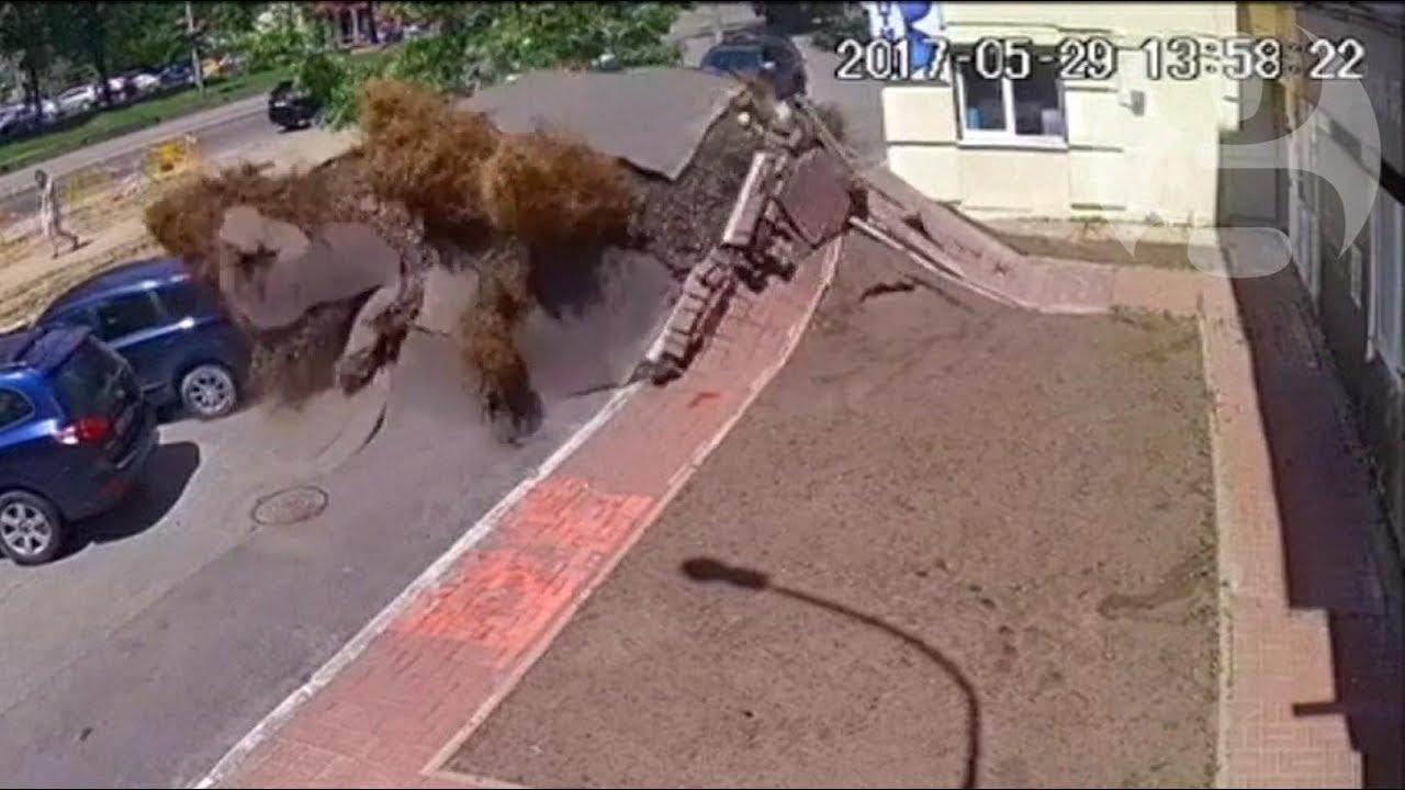 Download Underground water pipe explosion destroys road in Ukraine