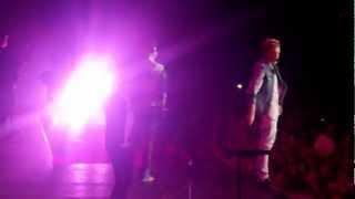 Cody Simpson & Justin Bieber - So Listen - BELIEVE Tour Paris 19/3/13