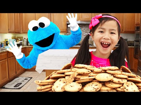 Jannie and Alex Catch the Cookie Monster Stealing Cookies | Pretend Play with Kids Food Toys