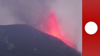 Vulkan Etna spuckt Lava im Morgengrauen