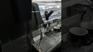 Thanh lý máy pha cà phê chuyên nghiệp 2 group Nouva Simonelli Appia II mới 98%.