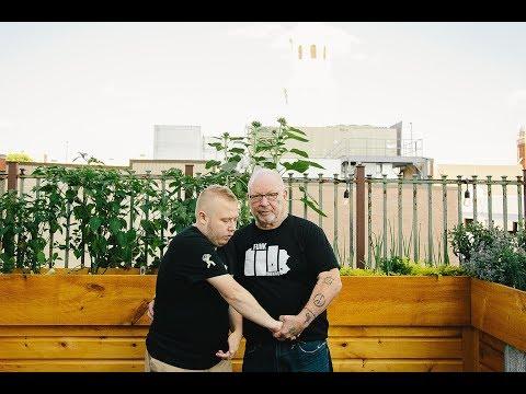 Revelo 01 - Chris & Bill Davis