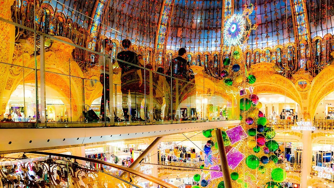 A Walk On The Glasswalk At the Galeries LaFayette, Paris