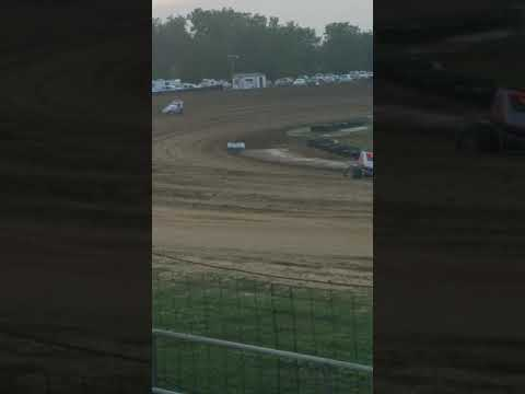 wingless sprints at spoon river speedway hauling ass