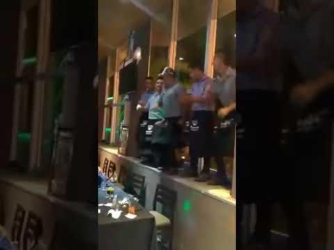 Mozos de Santa Fe (Bar 1980) bailan Scooby Do Pa Pa
