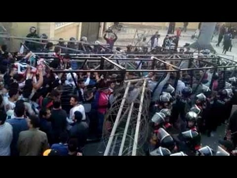 At least 25 dead as fans, police clash at Egypt soccer match