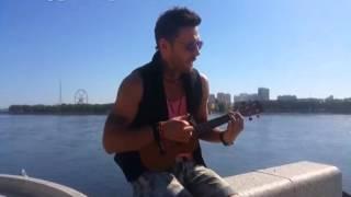 Актёр Евгений Галанов спел в Благовещенске на набережной ...