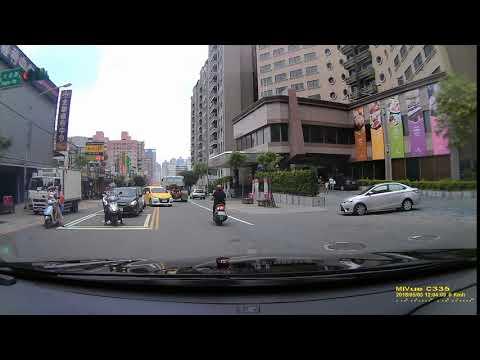 桃園新梅計程車隊TDB 3953違規跨越雙黃線闖紅燈