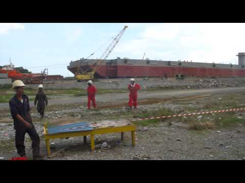launching-Accommodation/work Barge Project H-131.MP4