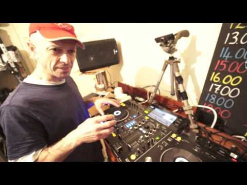 DJ LESSON ON MIXING OLD SCHOOL DISCO MUSIC FROM THE 1980'S AND 1970'S