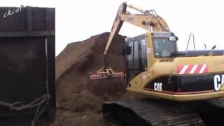 Работа на болотах - загрузка и вывоз торфа. Cat 312C, John Deere 6620.(, 2016-01-30T19:10:34.000Z)