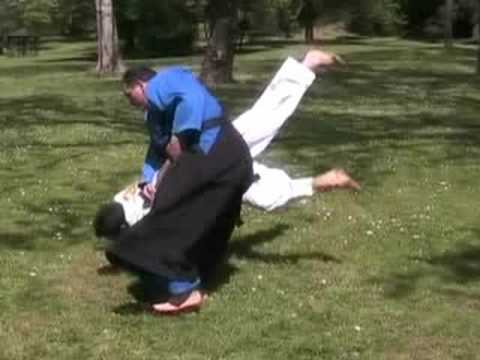 REAL SELF-DEFENSE - AIKIDO - Ikkyo ura - First control 2