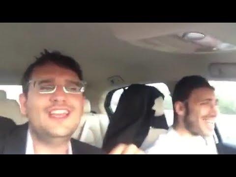 חיים שלמה מאיעס ודודי קפלר תועדו במצלמת רכב מבצעים את 'לא ימלט'