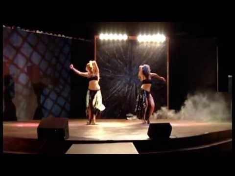 VMA 2011  Shakira and Beyonce Tribute
