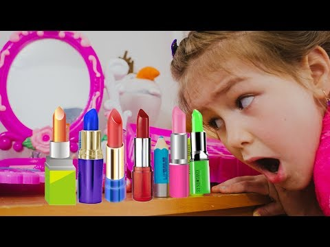 Играем в салон красоты | Яна мастер Визажист делает макияж детской косметикой . Мама и Yana