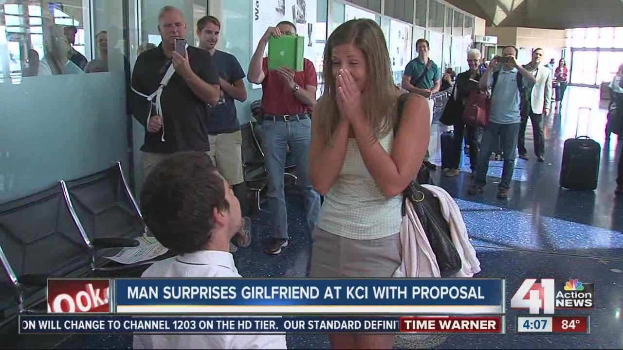 Man surprises girlfriend with proposal at Kansas City International Airport